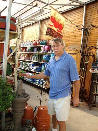 Wayne at garden ceter800